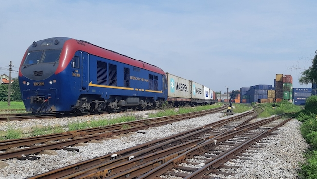 Tàu container đầu tiên chạy thẳng từ Việt Nam sang châu Âu