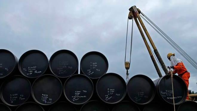 """Giá dầu đạt kỉ lục từ 2014, đối mặt khả năng """"quá nóng"""""""