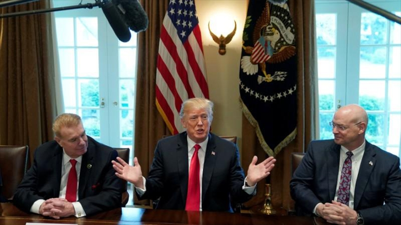 Ông Trump tăng thuế nhôm thép, tạo nguy cơ chiến tranh thương mại
