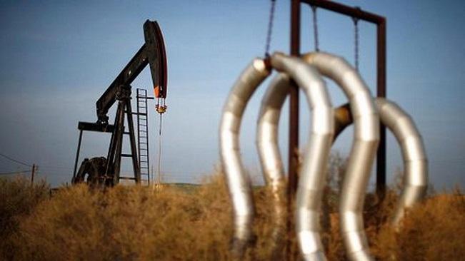 Giá dầu tiếp tục trượt dài trước hiệu ứng cộng dồn