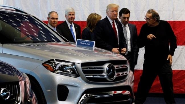 Mỹ 'bắn trả' EU với thuế nhập khẩu ô tô