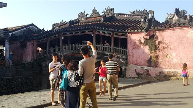 Du khách Trung Quốc đến Việt Nam tăng 48,6% trong năm 2017