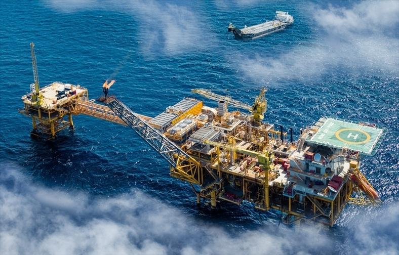 Cân nhắc chuyện tăng khai thác dầu để đảm bảo tăng trưởng 6,7%