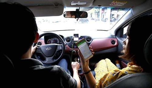 TP.HCM yêu cầu Uber, Grab tạm ngừng kết nối xe mới