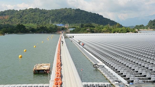 ADB cấp 37 triệu USD cho DHD lắp đặt dàn pin điện mặt trời nổi lớn nhất Đông Nam Á