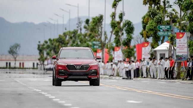 VinFast bàn giao 200 xe ô tô cho khách hàng