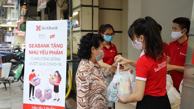 SeABank tặng 16.000 suất quà cho người khó khăn trong mùa Covid-19