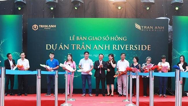 Trần Anh Group trao sổ hồng cho cư dân dự án Trần Anh Riverside