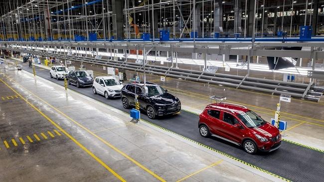 VinFast bán 2.214 xe ô tô trong tháng 7