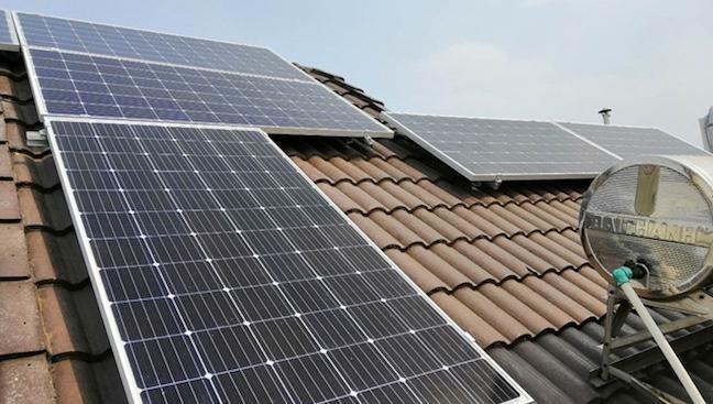 Tìm cách hạn chế cắt giảm nguồn điện mặt trời đã vận hành