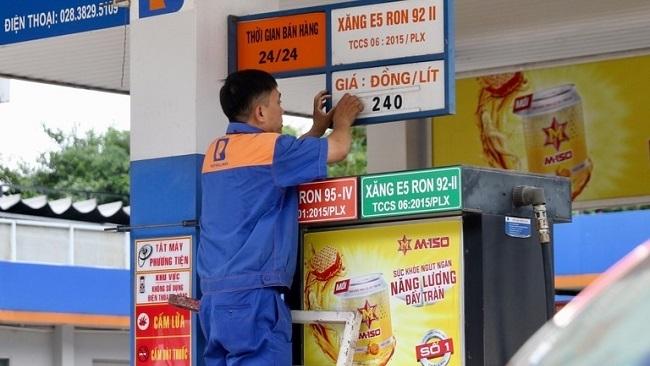 Giá xăng dầu giảm đồng loạt sau 3 tháng tăng liên tục