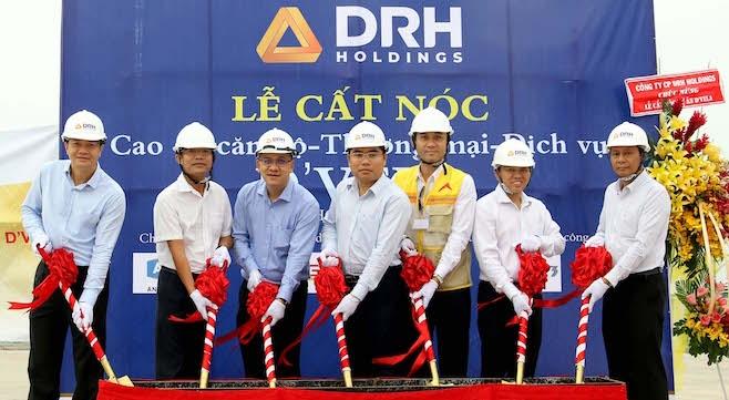 DRH Holdings cất nóc dự án căn hộ D-Vela