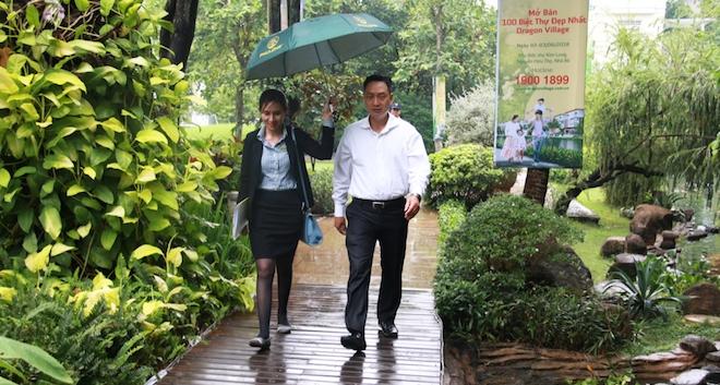 Khách hàng đội mưa mua sạch biệt thự, nhà phố Dragon Village