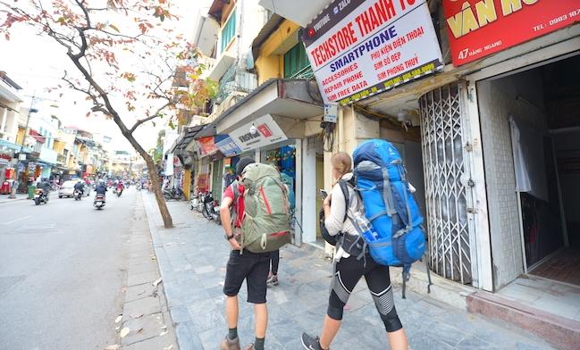 Tạm dừng nhập cảnh tất cả người nước ngoài vào Việt Nam