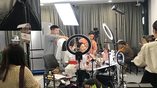 Bán hàng livestream nở rộ mùa Covid-19: bài học từ Trung Quốc