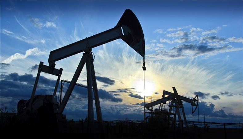 Giá dầu tăng do dự trữ dầu thô Mỹ giảm