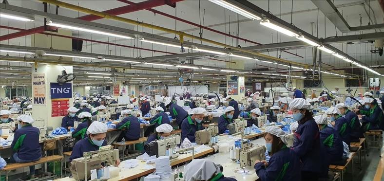 Doanh thu công ty dệt may tăng vọt nhờ bán khẩu trang