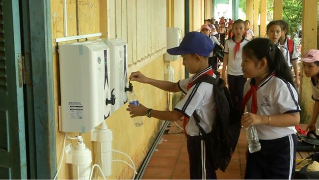 Novaland tặng máy lọc nước sạch cho 20.000 học sinh, giáo viên tại Bến Tre