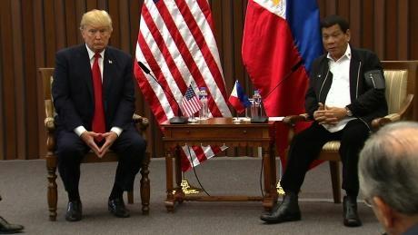 Tổng thống Trump lại phàn nàn về thâm hụt thương mại với Tổng thống Philippines Duterte
