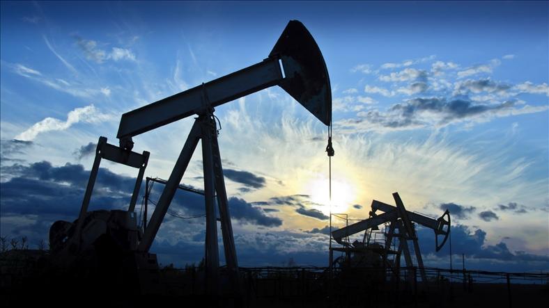 Giá dầu thế giới chạm mức cao nhất kể từ tháng 5