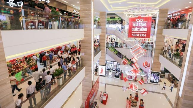 Vincom bành trướng và Auchan đóng cửa: Hai mảng màu đối lập của thị trường bán lẻ