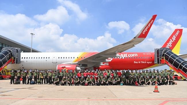 Gần 1.000 cán bộ, chiến sĩ công an nhân dân vào Nam hỗ trợ chống dịch