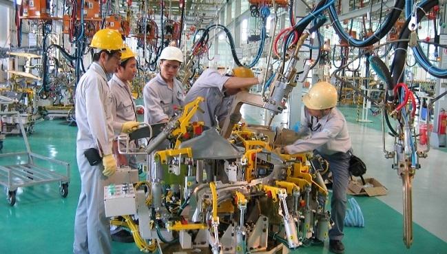 Tại sao Vingroup, THACO lại quyết sản xuất ô tô trong lúc giá xe rớt thảm?