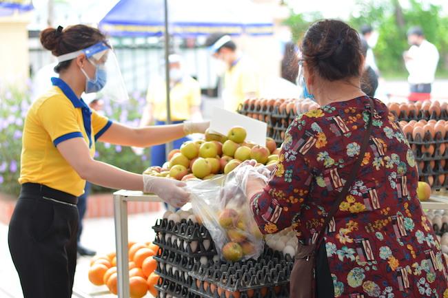 """Siêu thị mini 0 đồng Hà Nội – """"siêu thị của những tấm lòng"""" trong đại dịch"""