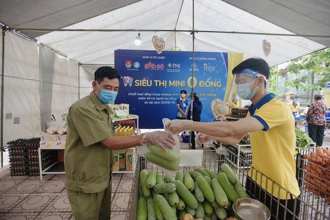 """Siêu thị mini 0 đồng Hà Nội – """"siêu thị của những tấm lòng"""" trong đại dịch 1"""