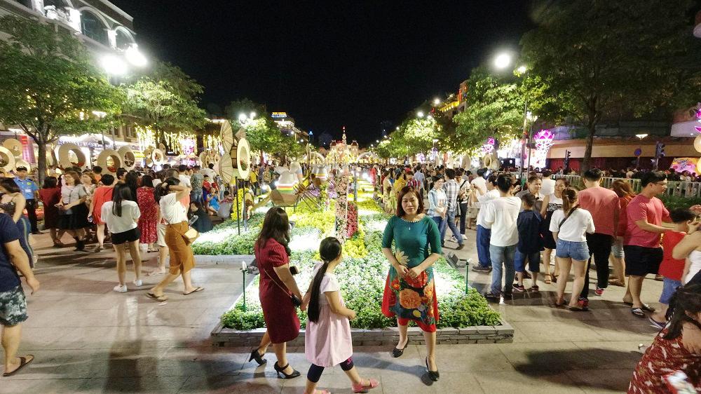 Đường hoa Nguyễn Huệ, điểm hút khách du lịch dịp tết nguyên đán 4
