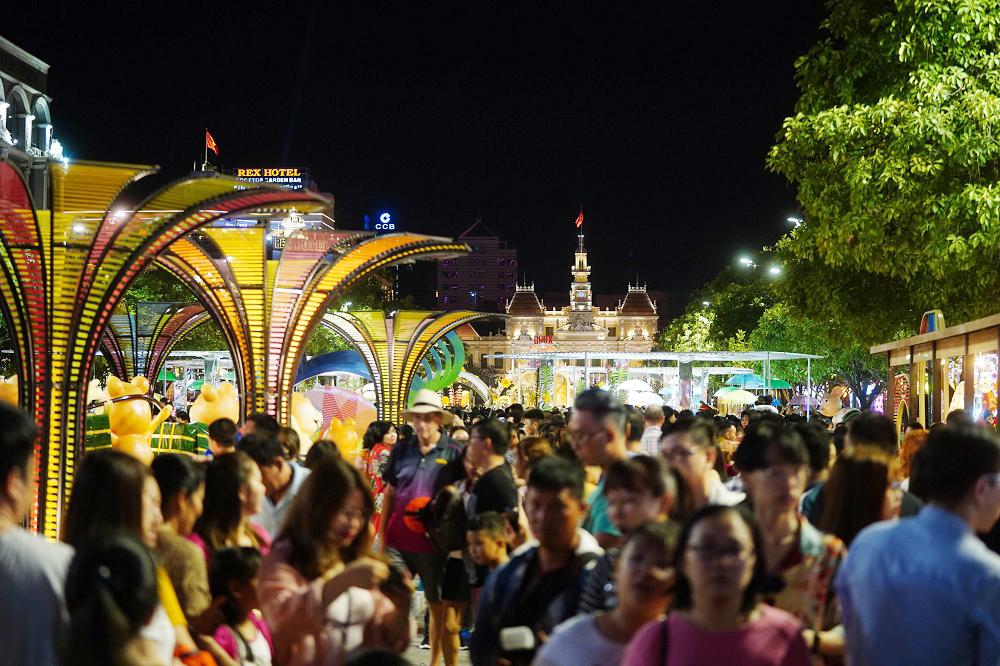 Đường hoa Nguyễn Huệ, điểm hút khách du lịch dịp tết nguyên đán 5