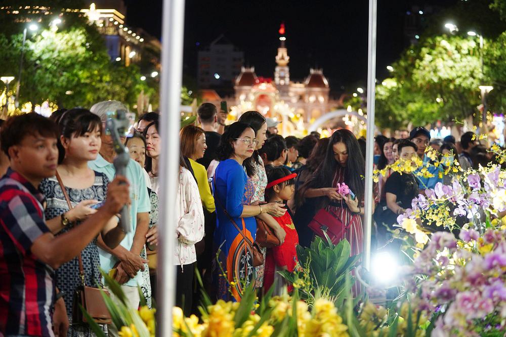 Đường hoa Nguyễn Huệ, điểm hút khách du lịch dịp tết nguyên đán 6