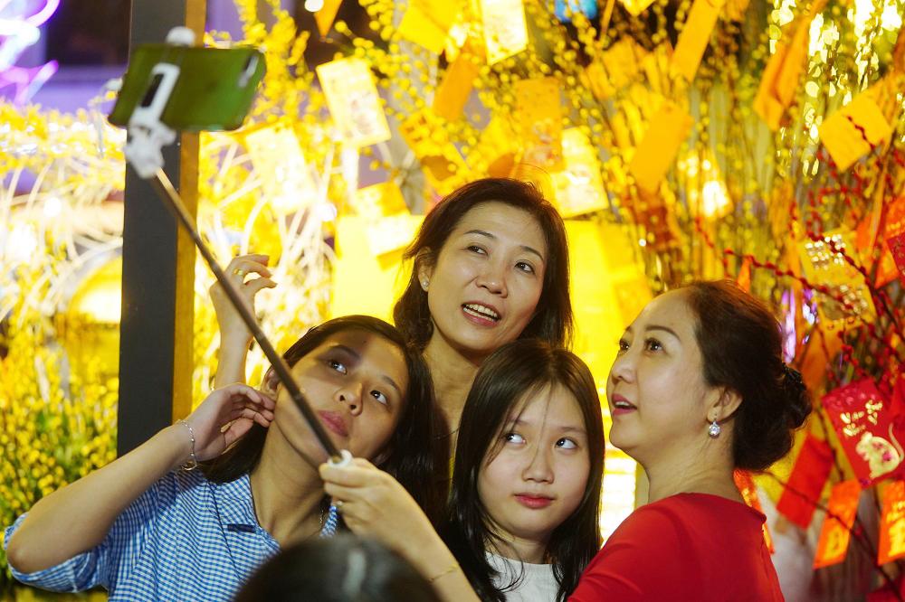 Đường hoa Nguyễn Huệ, điểm hút khách du lịch dịp tết nguyên đán 7