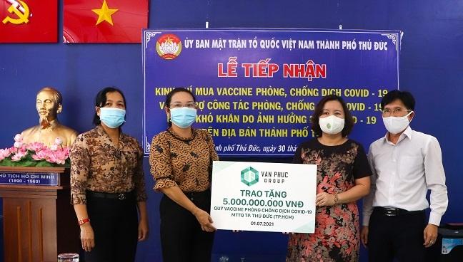 Van Phuc Group tặng hệ thống xét nghiệm Covid-19 tự động cho hai bệnh viện tại TP. Thủ Đức 2
