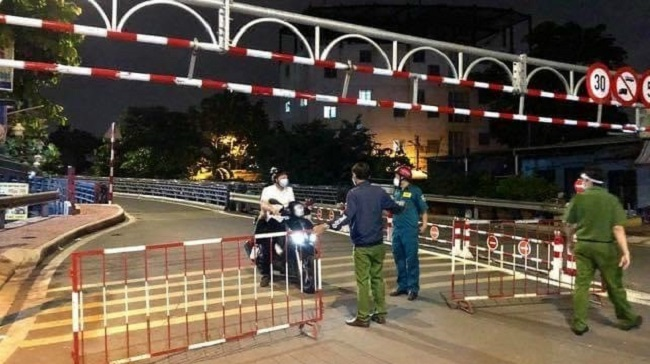 Từ ngày 26/7, người dân TP.HCM không ra đường sau 18h