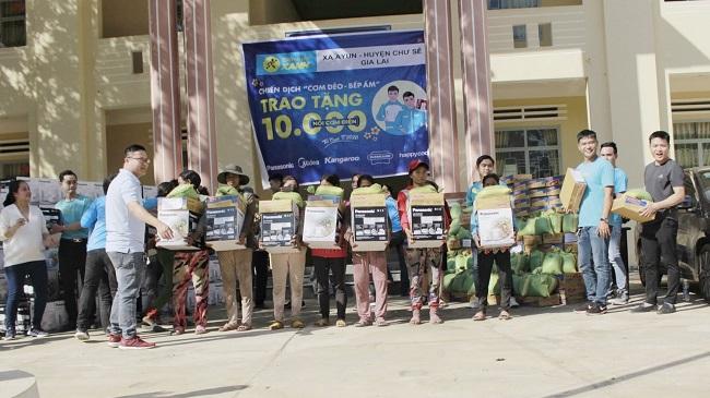 Điện Máy Xanh trao tay đồng bào khó khăn 10.000 nồi 'Cơm dẻo - Bếp Ấm'