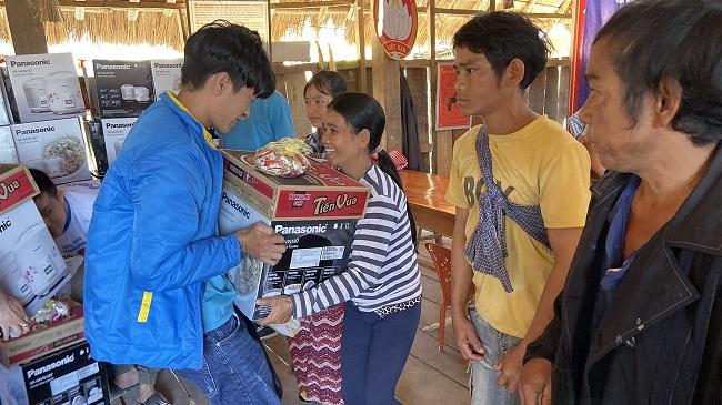 Điện Máy Xanh trao tay đồng bào khó khăn 10.000 nồi 'Cơm dẻo - Bếp Ấm' 1