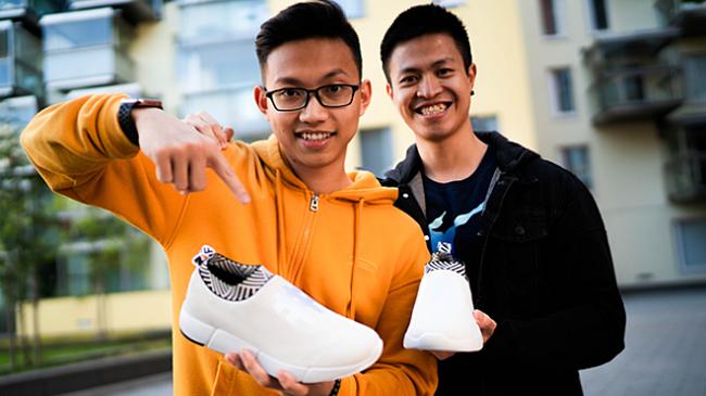 Người trẻ Việt làm giày từ bã cà phê