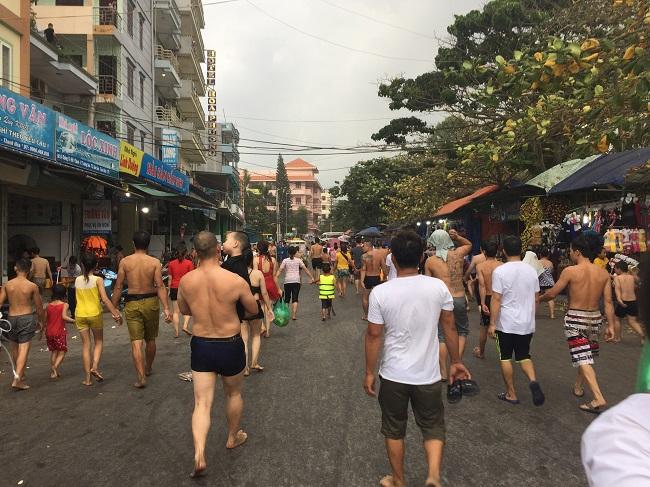 Bãi biển Sầm Sơn đông nghẹt khách mùa du lịch 7