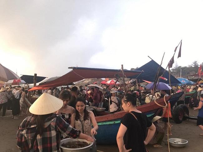 Bãi biển Sầm Sơn đông nghẹt khách mùa du lịch 1