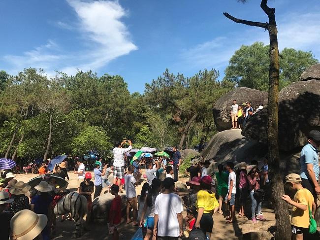Bãi biển Sầm Sơn đông nghẹt khách mùa du lịch 4