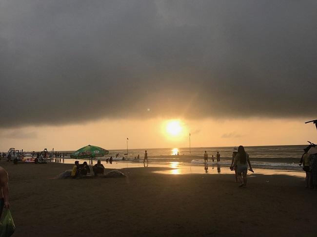 Bãi biển Sầm Sơn đông nghẹt khách mùa du lịch 8