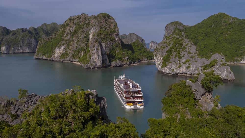 Khám phá quần đảo Cát Bà trên du thuyền sang chảnh bậc nhất 1
