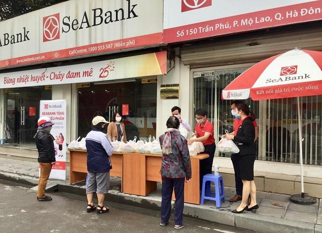 SeABank trao tặng 35,2 tấn gạo cho người nghèo trên toàn quốc