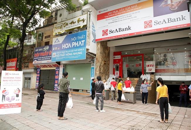 SeABank trao tặng 35,2 tấn gạo cho người nghèo trên toàn quốc 1