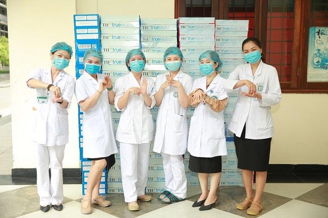 Những hình ảnh ấm áp từ bệnh viện Bạch Mai giữa dịch COVID-19 5