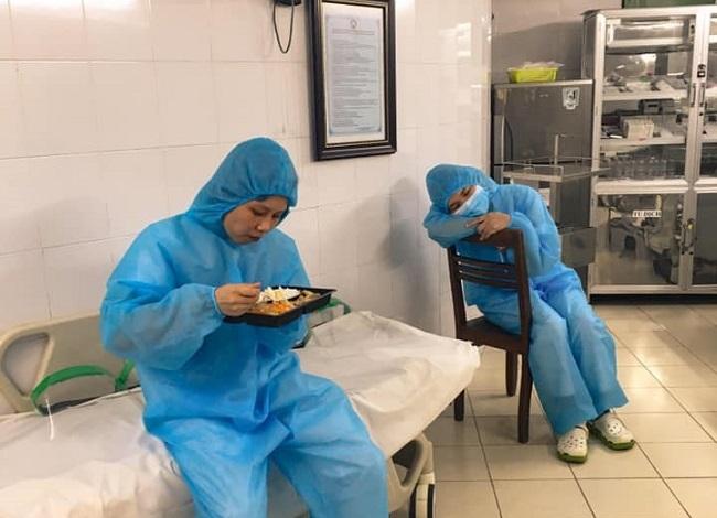 Những hình ảnh ấm áp từ bệnh viện Bạch Mai giữa dịch COVID-19 2