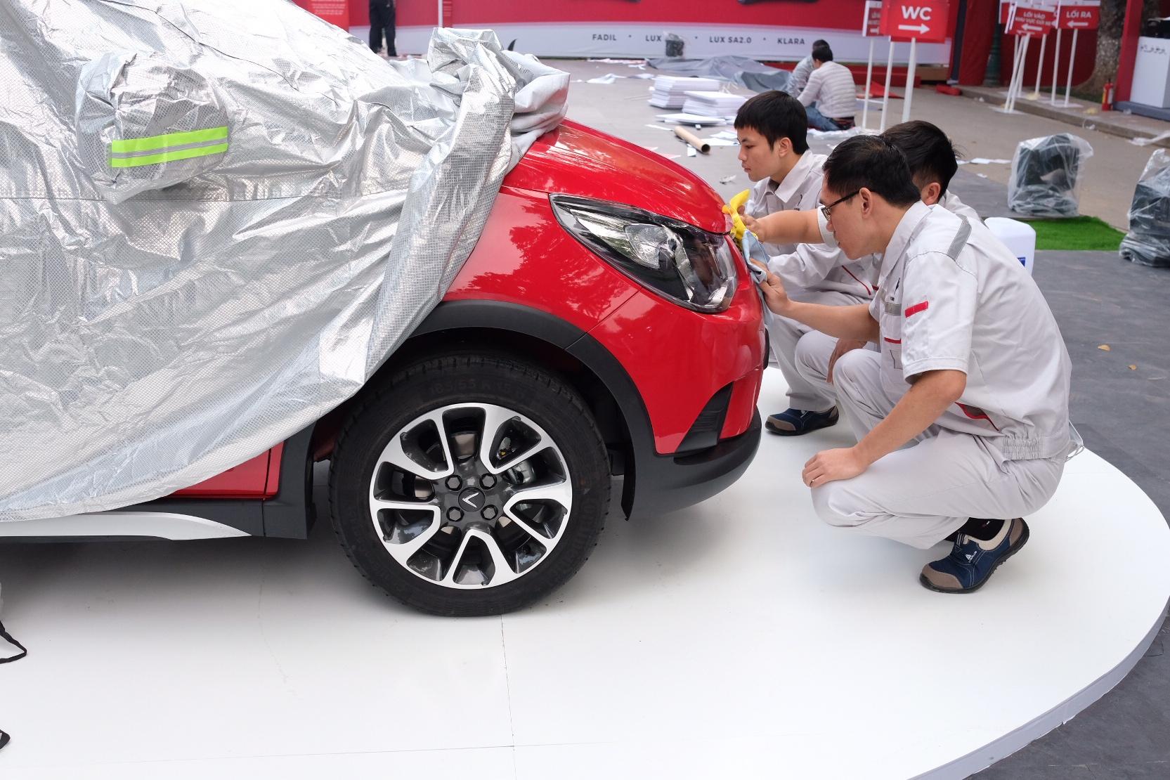 Những hình ảnh mới nhất của ô tô Vinfast chuẩn bị lễ ra mắt tại Hà Nội
