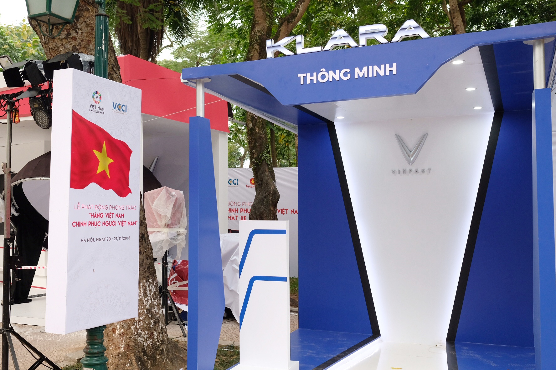 Những hình ảnh mới nhất của ô tô Vinfast chuẩn bị lễ ra mắt tại Hà Nội 10