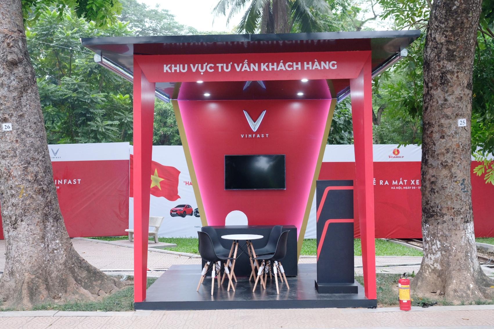 Những hình ảnh mới nhất của ô tô Vinfast chuẩn bị lễ ra mắt tại Hà Nội 12
